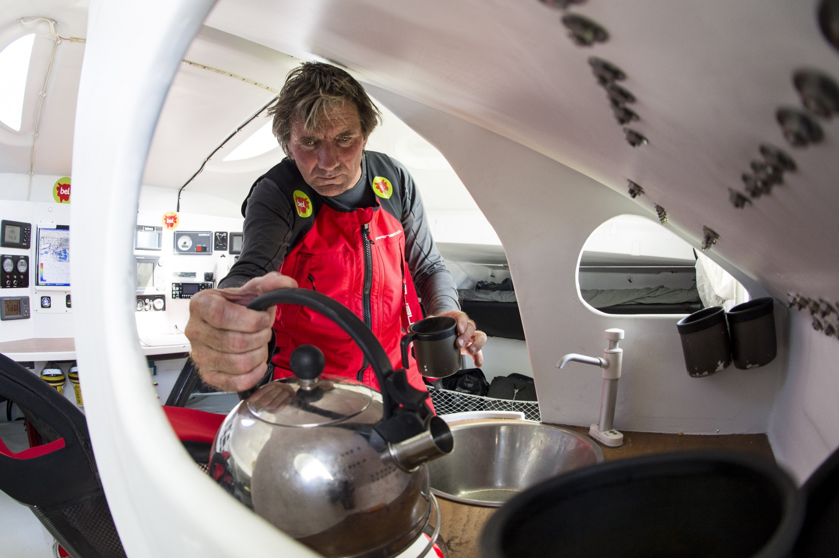 VENDEE GLOBE 2012 - GROUPE BEL - SKIPPER : KITO DE PAVANT (FRA) PHOTO : VINCENT CURUTCHET / DARK FRAME