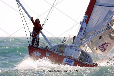 SAILING - VENDEE GLOBE 2000/2001 - FINISH LES SABLES D'OLONNE (FRA) - 20010213 - PHOTO: JEAN-MARIE LIOT / DPPI SILL / SKIPPER: ROLAND JOURDAIN (FRA) - 3RD - ROLAND AT 20 MILES BEFORE FINISH LINE