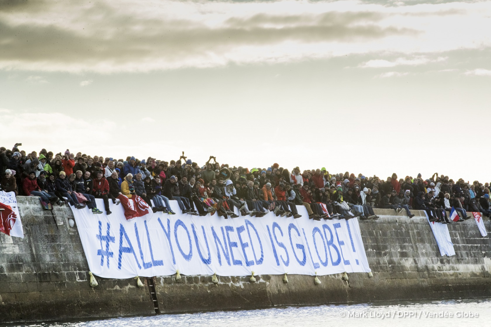 Channel ambiance Start of the Vendee Globe, in Les Sables d'Olonne, France, on November 6th, 2016 - Photo Mark Lloyd / DPPI / Vendee GlobeAmbiance public dans le chenal au départ du Vendée Globe, aux Sables d'Olonne le 6 Novembre 2016 - Photo Mark Lloyd