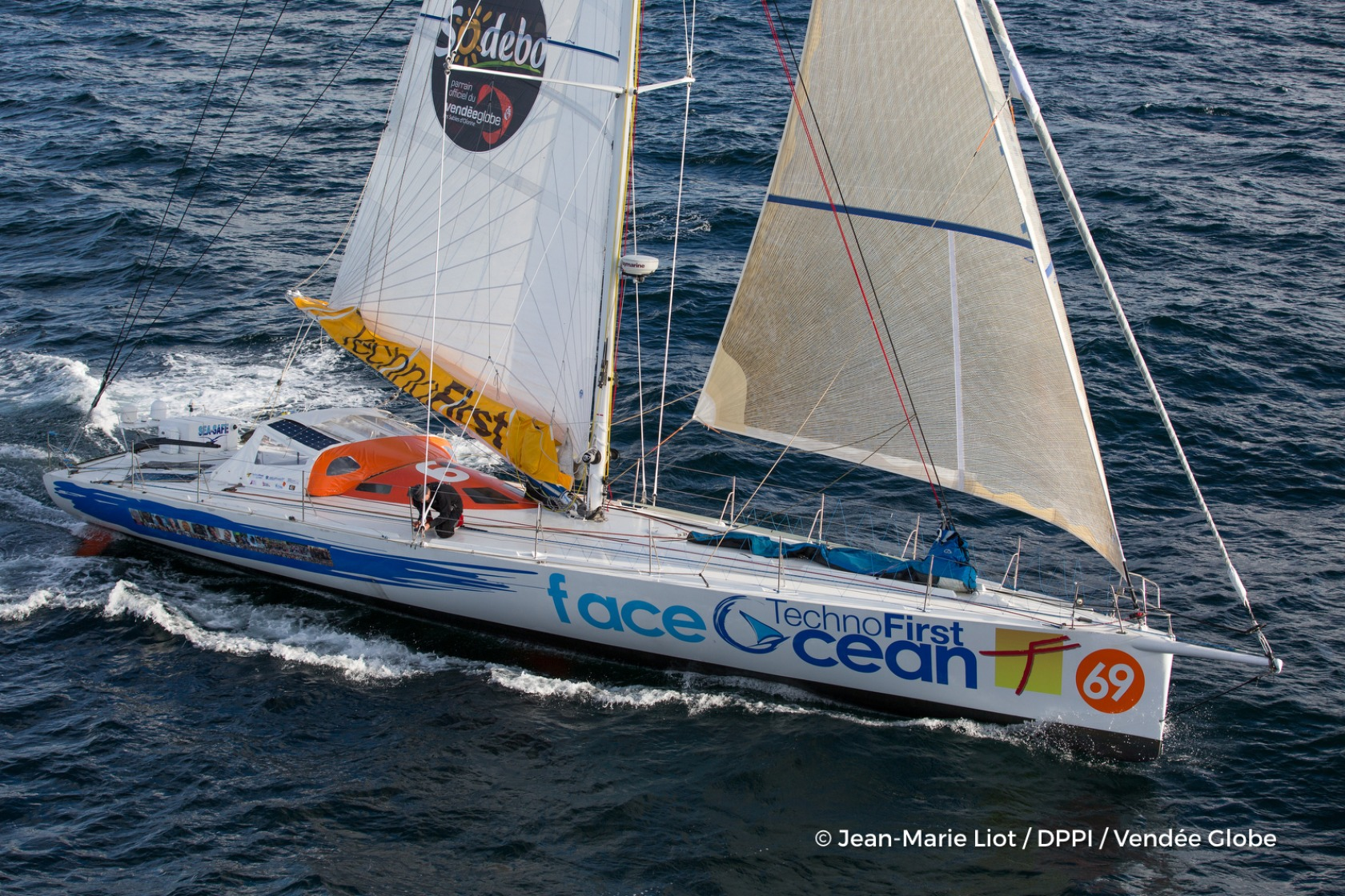 Technofirst Face Ocean, skipper Sebastien Destremau (FRA) at start of the Vendee Globe, in Les Sables d'Olonne, France, on November 6th, 2016 - Photo Jean-Marie Liot / DPPI / Vendee GlobeTechnofirst Face Ocean, skipper Sebastien Destremau (FRA) au dépar