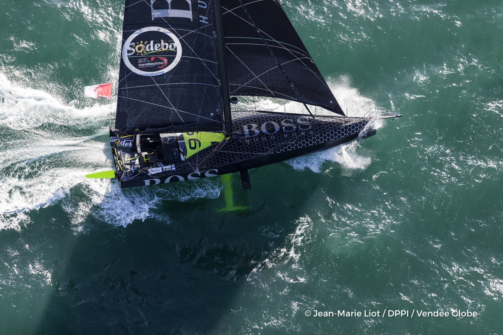 Hugo Boss, skipper Alex Thomson (GBR) at start of the Vendee Globe, in Les Sables d'Olonne, France, on November 6th, 2016 - Photo Jean-Marie Liot / DPPI / Vendee GlobeHugo Boss, skipper Alex Thomson (GBR) au départ du Vendée Globe, aux Sables d'Olonne l