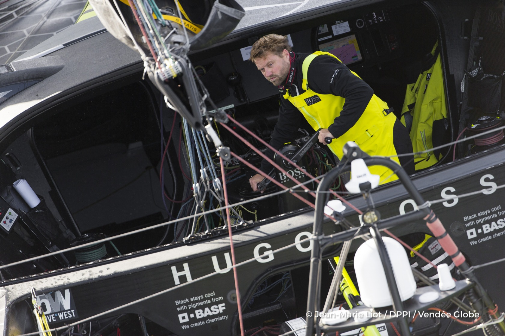 Alex Thomson (GBR), skipper Hugo Boss, at start of the Vendee Globe, in Les Sables d'Olonne, France, on November 6th, 2016 - Photo Jean-Marie Liot / DPPI / Vendee GlobeAlex Thomson (GBR), skipper Hugo Boss, au départ du Vendée Globe, aux Sables d'Olonne