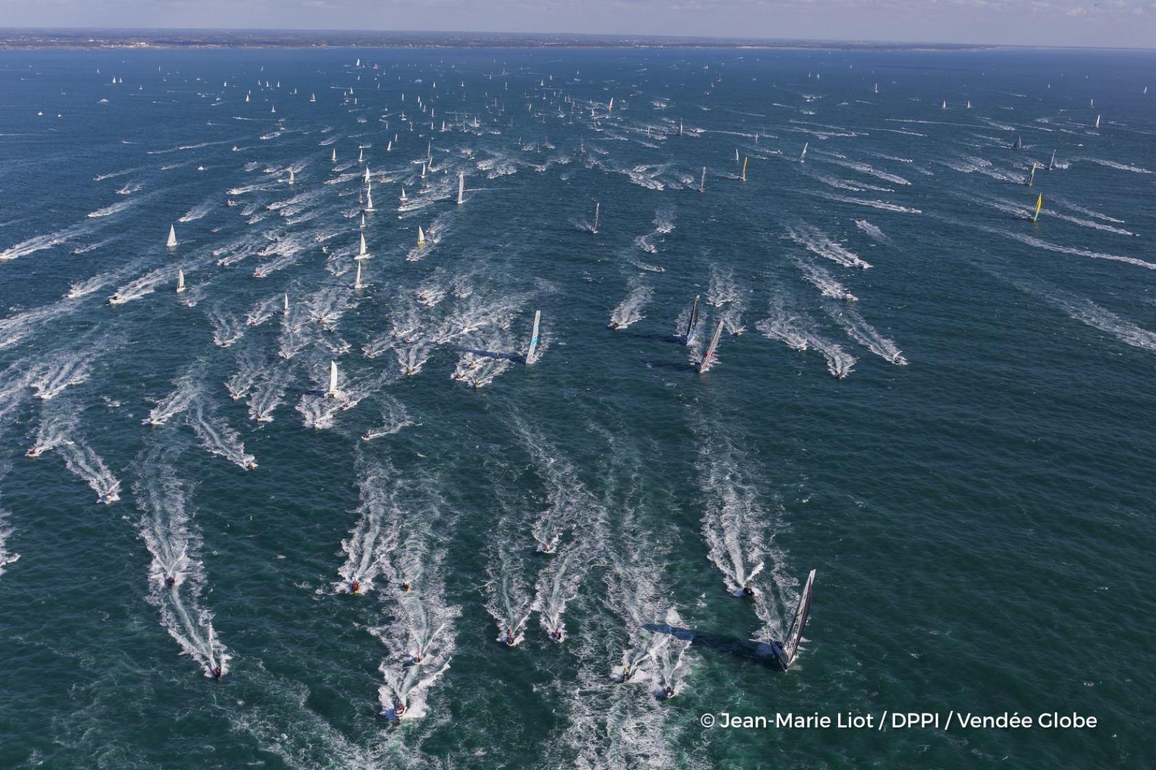 Fleet at start of the Vendee Globe, in Les Sables d'Olonne, France, on November 6th, 2016 - Photo Jean-Marie Liot / DPPI / Vendee GlobeFlotte au départ du Vendée Globe, aux Sables d'Olonne le 6 Novembre 2016 - Photo Jean-Marie Liot / DPPI / Vendee Globe