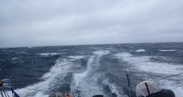 Photo sent from the boat La Fabrique, on December 16th, 2016 - Photo Alan RouraPhoto envoyée depuis le bateau La Fabrique le 16 Décembre 2016 - Photo Alan Roura