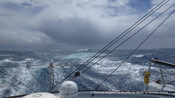 Photo sent from the boat Le Souffle du Nord, on December 18th, 2016 - Photo Thomas RuyantPhoto envoyée depuis le bateau Le Souffle du Nord le 18 Décembre 2016 - Photo Thomas Ruyant