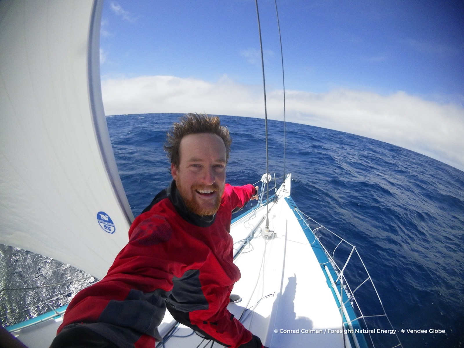 Photo sent from the boat Foresight Natural Energy, on January 5th, 2017 - Photo Conrad ColmanPhoto envoyée depuis le bateau Foresight Natural Energy le 5 Janvier 2017 - Photo Conrad ColmanLook whos got a forestay