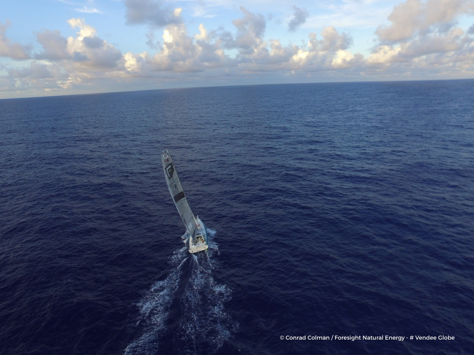 Photo sent from the boat Foresight Natural Energy, on January 25th, 2017 - Photo Conrad ColmanPhoto envoyée depuis le bateau Foresight Natural Energy le 25 Janvier 2017 - Photo Conrad ColmanAlone in the Atlantic (Drone photo)
