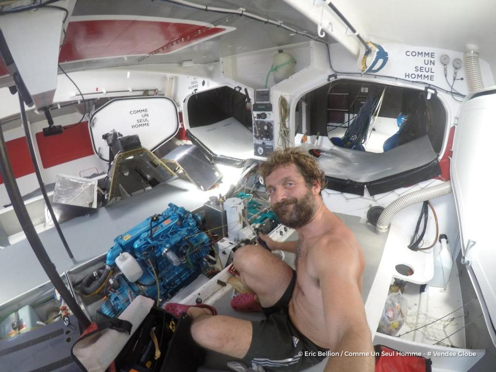 Eric Bellion victime d'une avarie — Vendée Globe