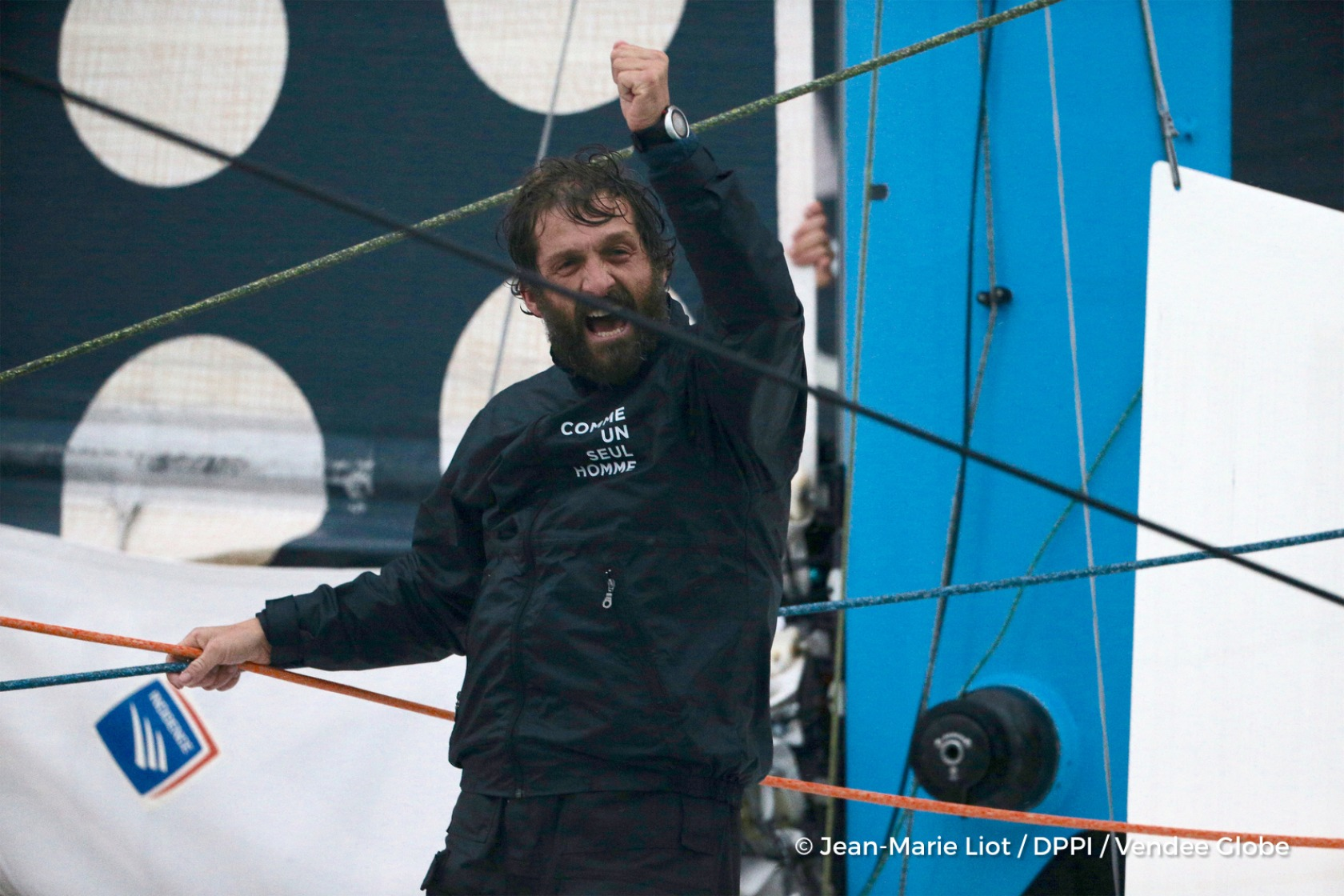 Finish arrival of Eric Bellion (FRA), skipper Comme Un Seul Homme, 9th of the sailing circumnavigation solo race Vendee Globe, in Les Sables d'Olonne, France, on February 13th, 2017 - Photo Jean-Marie Liot / DPPI / Vendee GlobeArrivée de Eric Bellion (FRA), skipper Comme Un Seul Homme, 9ème du Vendee Globe, aux Sables d'Olonne, France, le 13 Février 2017 - Photo Jean-Marie Liot / DPPI / Vendee G