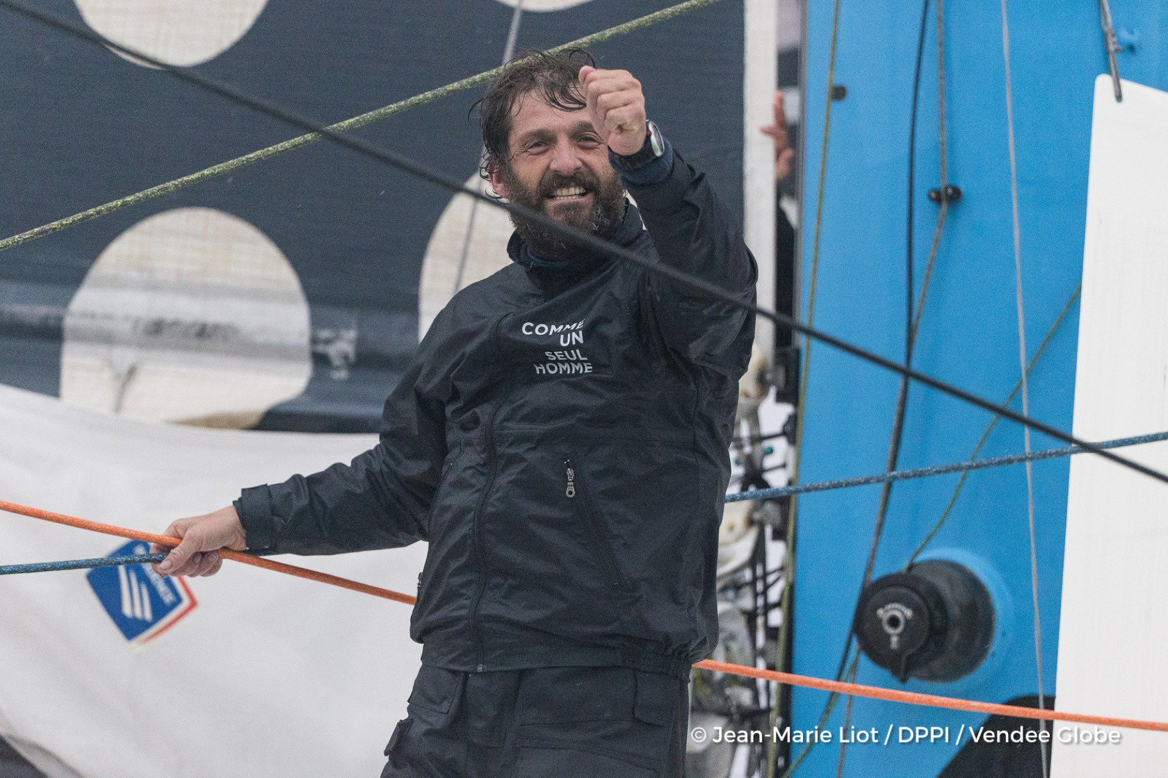 Finish arrival of Eric Bellion (FRA), skipper Comme Un Seul Homme, 9th of the sailing circumnavigation solo race Vendee Globe, in Les Sables d'Olonne, France, on February 13th, 2017 - Photo Jean-Marie Liot / DPPI / Vendee Globe