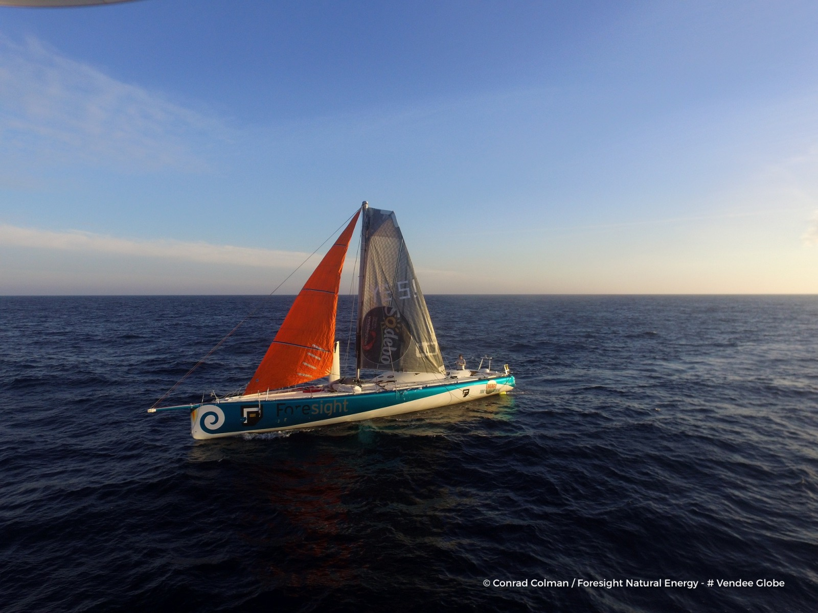 Photo sent from the boat Foresight Natural Energy, on February 17th, 2017 - Photo Conrad ColmanPhoto envoyée depuis le bateau Foresight Natural Energy le 17 Février 2017 - Photo Conrad ColmanPhoto by drone of the boat refitted under the sun
