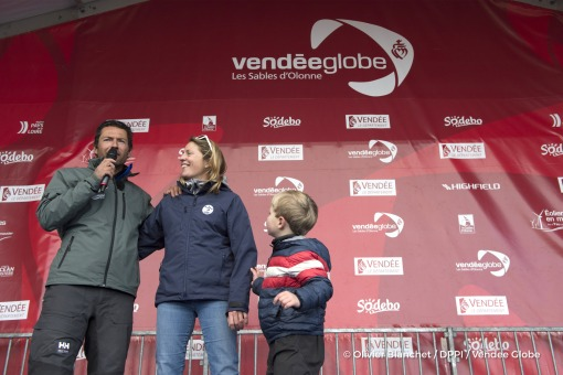 Podium with his wife Sam Davies and son Ruben during Finish arrival of Romain Attanasio (FRA), skipper Famille Mary - Etamine du Lys,15th of the sailing circumnavigation solo race Vendee Globe, in Les Sables d'Olonne, France, on February 24th, 2017 - Photo Olivier Blanchet / DPPI / Vendee GlobeArrivée de Romain Attanasio (FRA), skipper Famille Mary - Etamine du Lys, 15ème du Vendee Globe, aux Sa