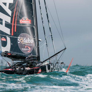 Jeremie Beyou back in Les Sables d'Olonne to repair his boat