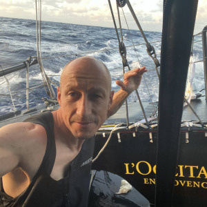 Armel Tripon continues his race in the South Atlantic