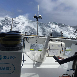 Another 24 hours in the strong wind for Stéphane Le Diraison who doesn't give up