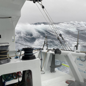 Only 3 reefs in the mainsail and Stéphane Le Diraison is waiting for the strong gale to pass