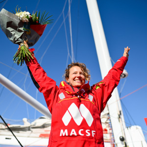 Isabelle Joschke rewarded with a bouquet of flowers