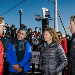 4 sailors who finished the Vendée Globe meet at the pontoons